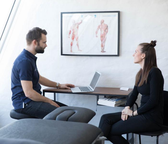 Konsultation hos Dedicatio - Fysioterapi + Bevægelse